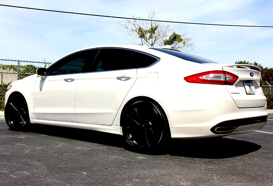 399 Ford Fusion White Black Package Lowest Consumption And