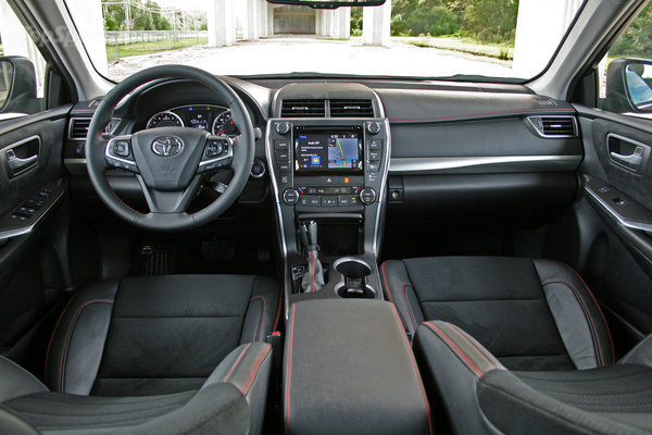 edmunds camry sedan used for pricing se ft interior fint toyota sale